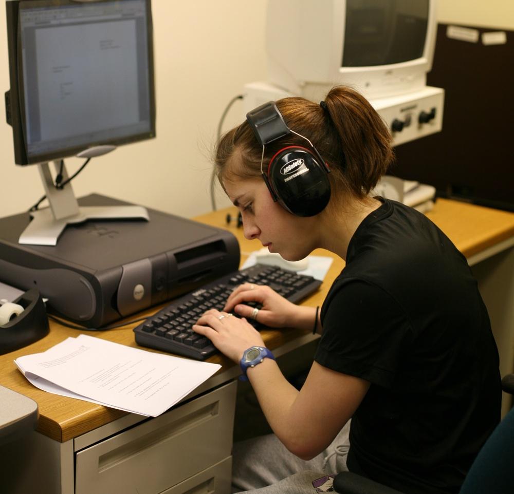 http://caroljcarter.com/wp-content/uploads/2010/11/student-computer-test.jpg